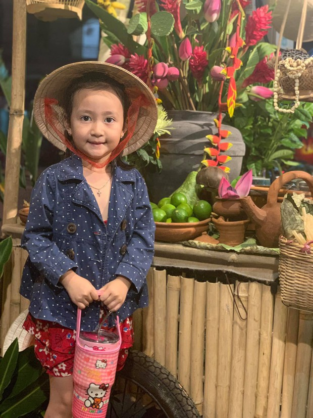 Gánh hàng nước nói không với đồ nhựa của anh chàng vừa lạ vừa quen ở Nha Trang: Thay nắp nhựa bằng... bánh tráng - Ảnh 8.