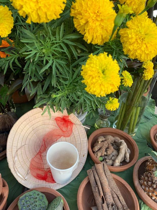Gánh hàng nước nói không với đồ nhựa của anh chàng vừa lạ vừa quen ở Nha Trang: Thay nắp nhựa bằng... bánh tráng - Ảnh 6.