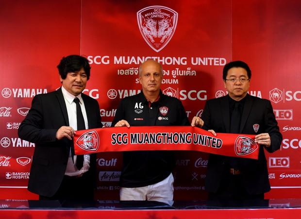 Bại tướng của HLV Park Hang-seo trở thành người thầy thứ 3 của Văn Lâm tại Muangthong United - Ảnh 1.