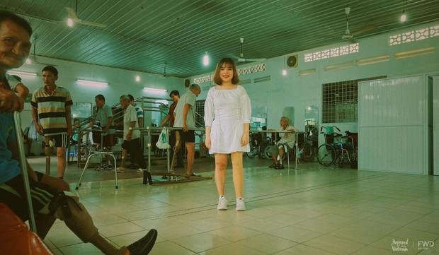 """Câu chuyện cô gái mất 1 chân vì u xương và nghị lực theo đuổi ước mơ ở Sài Gòn khiến nhiều người nhận ra """"Nếu không xoá được quá khứ, hãy tiếp tục với hiện tại"""" - Ảnh 2."""