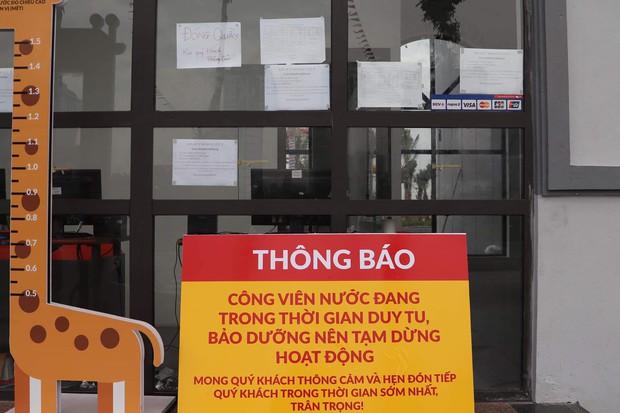 Công viên nước Thanh Hà tạm dừng hoạt động sau sự cố bé trai đuối nước, nhiều gia đình từ xa đến đành quay về - Ảnh 1.