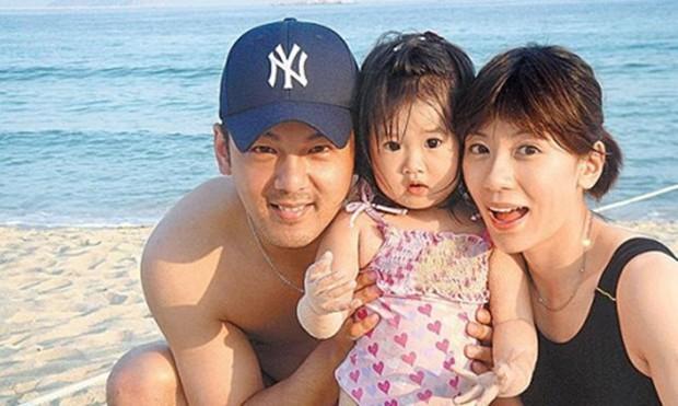 Sau 9 năm ly hôn, Triệu Mẫn Giả Tịnh Văn chịu tái ngộ chồng đại gia từng bắt cóc con gái sang Mỹ vì 1 lý do - Ảnh 1.