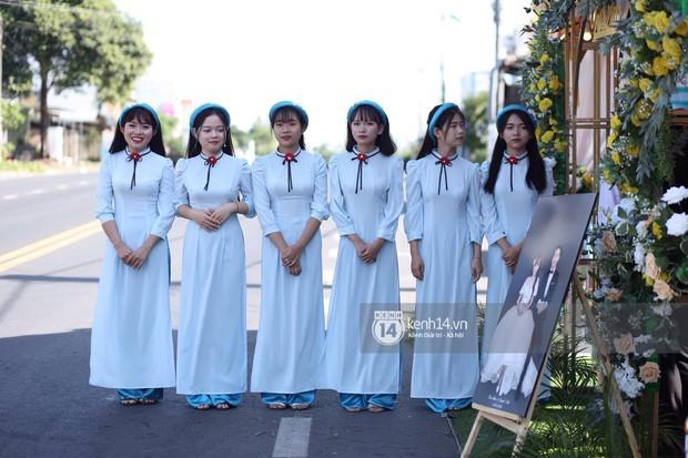 Cris Phan diện vest lịch lãm sánh đôi cùng Mai Quỳnh Anh khui sâm banh ở nhà hàng tiệc cưới - Ảnh 5.