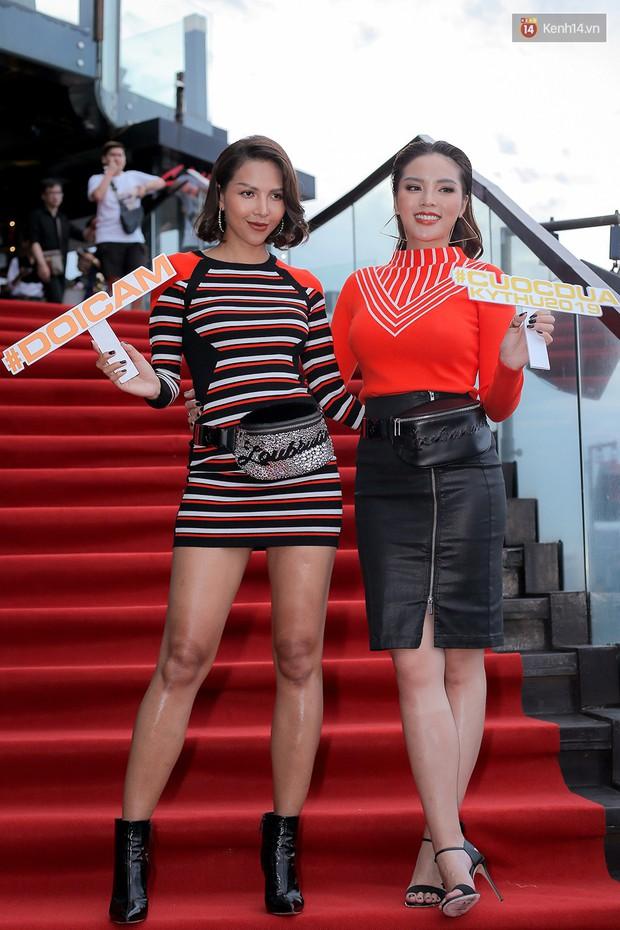 Hậu ghi hình Cuộc đua kì thú 2019, Minh Triệu diện áo tắm tự tin thả dáng nhưng vô tình để lộ dấu hiệu tăng cân thấy rõ - Ảnh 3.
