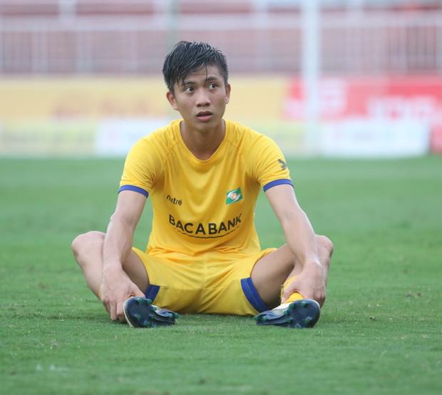 Chưa chơi trận nào sau khi bình phục, Phan Văn Đức lại hụt hẫng vì chấn thương mới - Ảnh 1.