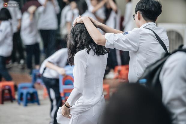 Cô gái với bức thư tình không bao giờ được đáp lại trên áo đồng phục: Đúng người, đúng thời điểm nhưng không đến được với nhau, đó là thanh xuân - Ảnh 1.