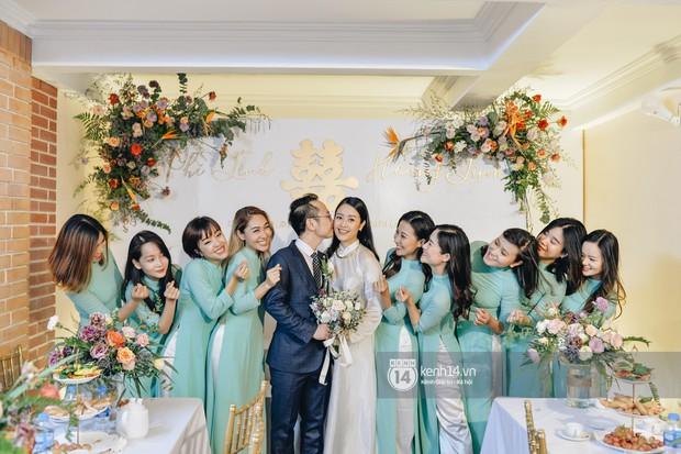 Ngắm MC Phí Linh đẹp nền nã khi diện 2 bộ áo dài trong lễ ăn hỏi với bạn trai đồng nghiệp - Ảnh 8.