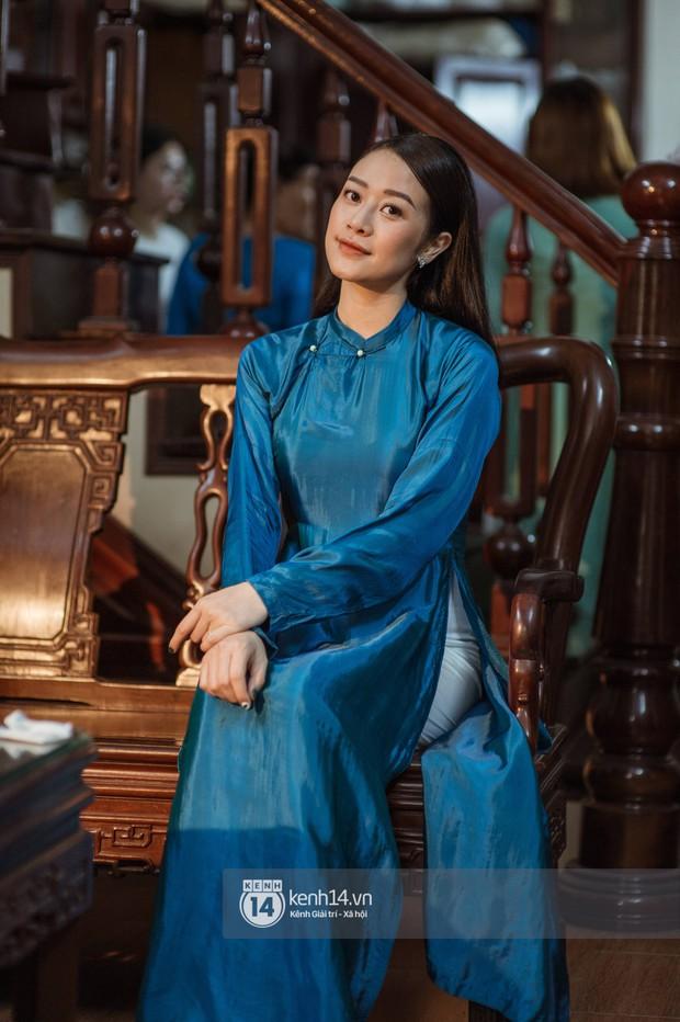 Ngắm MC Phí Linh đẹp nền nã khi diện 2 bộ áo dài trong lễ ăn hỏi với bạn trai đồng nghiệp - Ảnh 1.