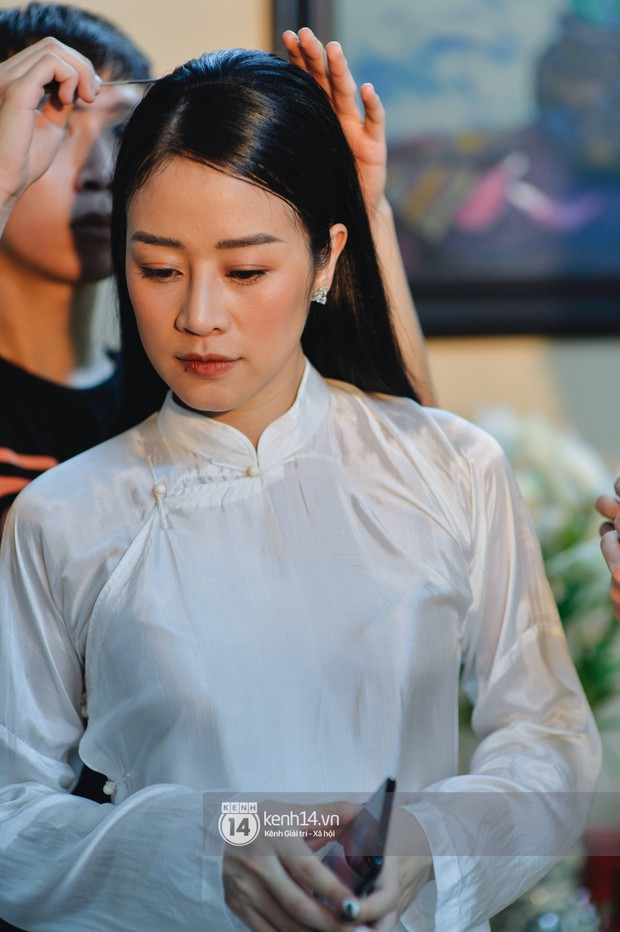 Ngắm MC Phí Linh đẹp nền nã khi diện 2 bộ áo dài trong lễ ăn hỏi với bạn trai đồng nghiệp - Ảnh 5.