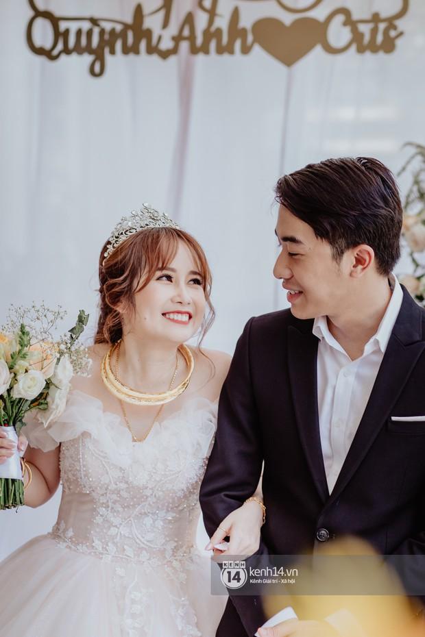 Xem hết một lượt những khoảnh khắc đẹp lịm tim của Cris Phan và Mai Quỳnh Anh: Cái kết đẹp của mối tình Chị ơi, anh yêu em! - Ảnh 7.