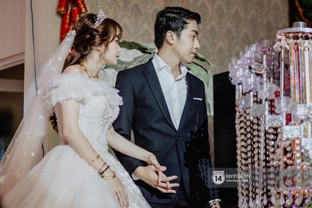 Xem hết một lượt những khoảnh khắc đẹp lịm tim của Cris Phan và Mai Quỳnh Anh: Cái kết đẹp của mối tình Chị ơi, anh yêu em! - Ảnh 9.