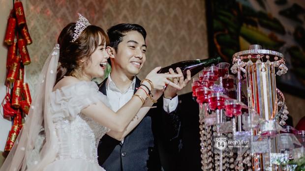 Xem hết một lượt những khoảnh khắc đẹp lịm tim của Cris Phan và Mai Quỳnh Anh: Cái kết đẹp của mối tình Chị ơi, anh yêu em! - Ảnh 12.