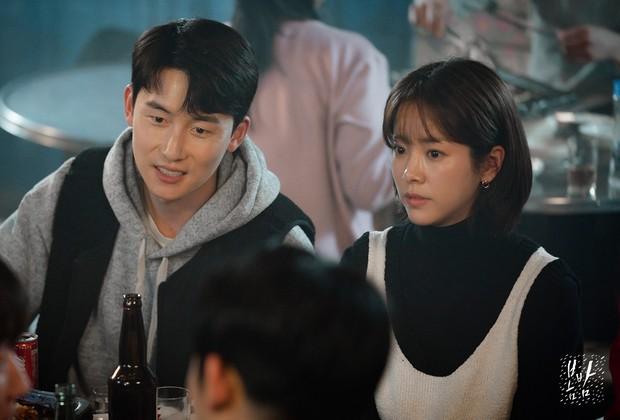 """Đêm Xuân tập 8: Han Ji Min bây giờ chính là kiểu phụ nữ """"tội đồ"""" mà đàn ông chỉ muốn tránh xa nhất có thể! - Ảnh 2."""