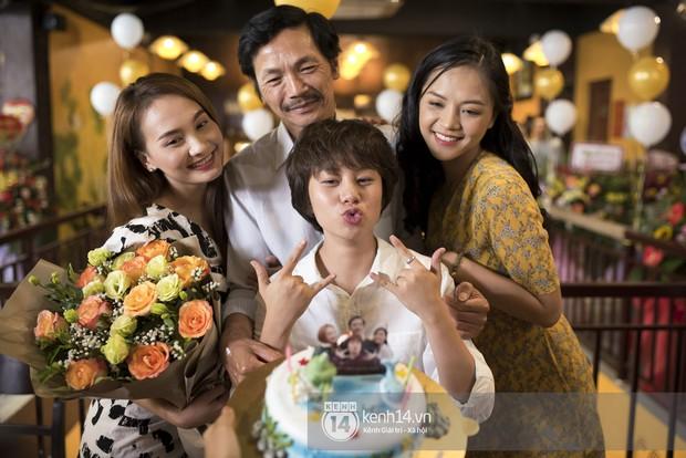 Nghệ sĩ Trung Anh cười hạnh phúc khi được tổ chức sinh nhật trong hậu trường Về nhà đi con - Ảnh 6.