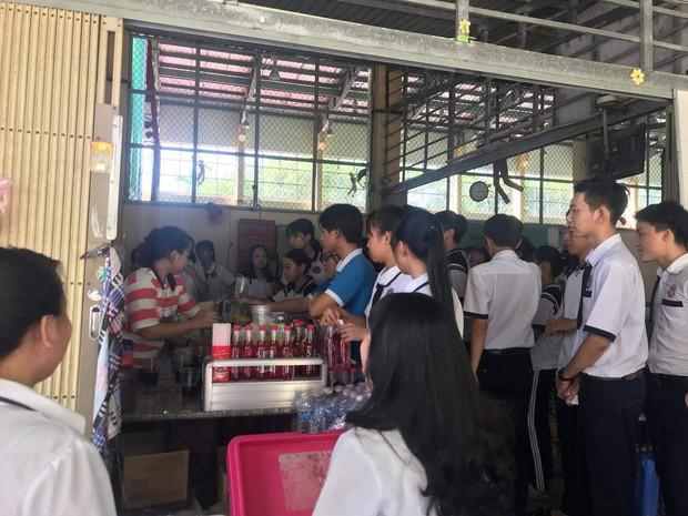 Tri ân học sinh khối 12, canteen trường cấp 3 ở Tiền Giang mở tiệc chiêu đãi trà chanh miễn phí khiến dân mạng ganh tỵ không hết - Ảnh 4.