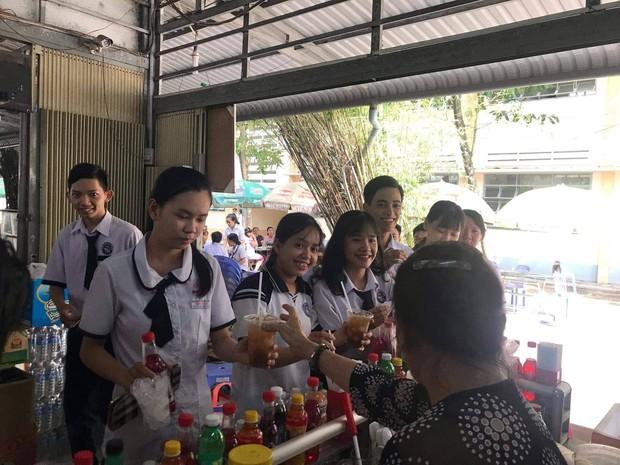 Tri ân học sinh khối 12, canteen trường cấp 3 ở Tiền Giang mở tiệc chiêu đãi trà chanh miễn phí khiến dân mạng ganh tỵ không hết - Ảnh 3.