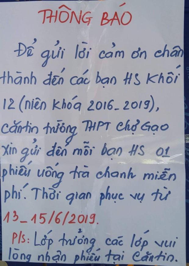 Tri ân học sinh khối 12, canteen trường cấp 3 ở Tiền Giang mở tiệc chiêu đãi trà chanh miễn phí khiến dân mạng ganh tỵ không hết - Ảnh 1.