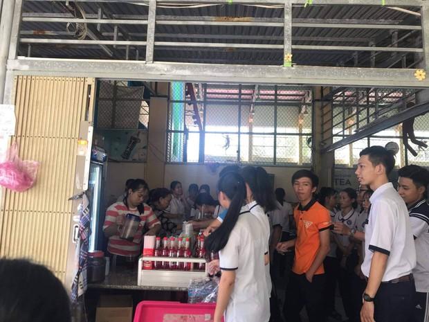 Tri ân học sinh khối 12, canteen trường cấp 3 ở Tiền Giang mở tiệc chiêu đãi trà chanh miễn phí khiến dân mạng ganh tỵ không hết - Ảnh 2.