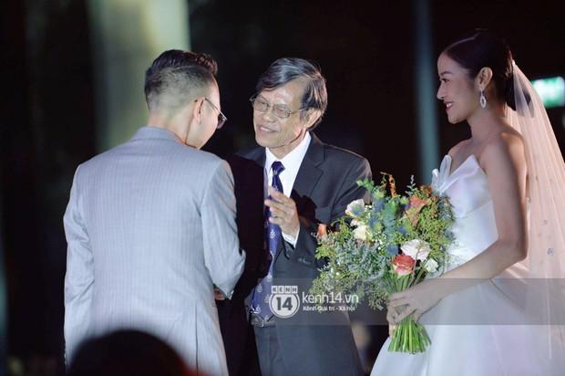 MC Phí Linh rạng rỡ cùng ông xã xuất hiện trong ngày kết nghĩa phu thê - Ảnh 7.