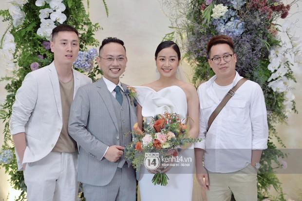 MC Phí Linh rạng rỡ cùng ông xã xuất hiện trong ngày kết nghĩa phu thê - Ảnh 5.