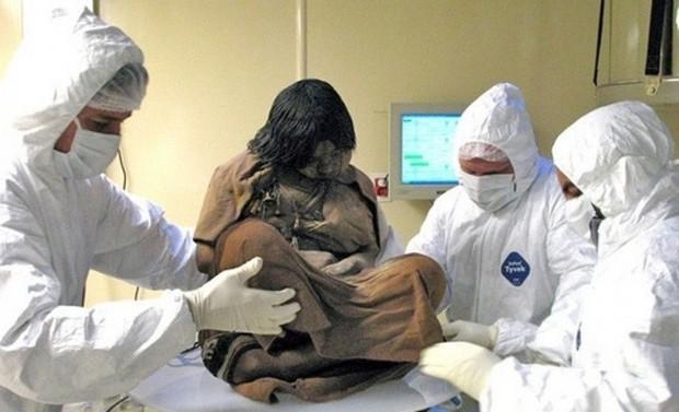 Bí ẩn xác ướp 3 đứa trẻ được chôn từ 500 năm trước, đánh lừa cả các nhà khoa học vì trông chỉ như đang ngủ một giấc dài - Ảnh 1.
