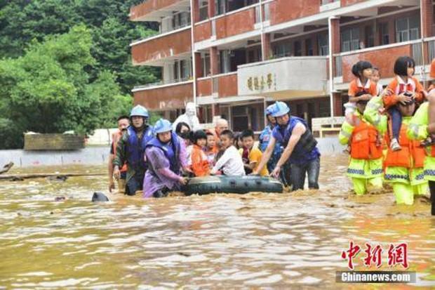 61 người thiệt mạng do mưa lũ nghiêm trọng ở Trung Quốc - Ảnh 1.