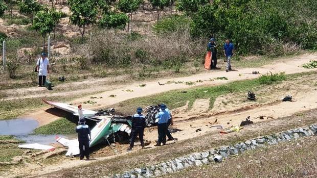 Ảnh hiện trường vụ máy bay quân sự Yak-52 rơi ở Khánh Hòa, 2 phi công tử nạn - Ảnh 2.