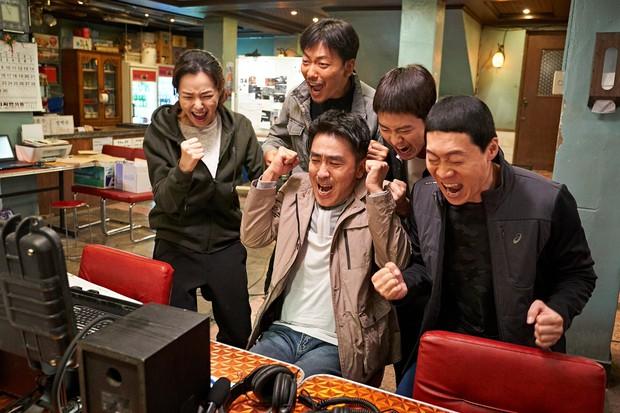4 phim lật tẩy các băng đảng mai thuý gắt nhất điện ảnh Hàn: Số 2 và 3 bị dán mác 19+ vì quá tàn khốc! - Ảnh 16.