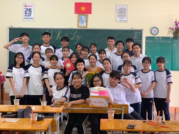 Chùm ảnh học sinh lớp 12 ôm nhau khóc nức nở trong buổi học cuối cùng: Sau này nhất định về họp lớp đầy đủ - Ảnh 4.