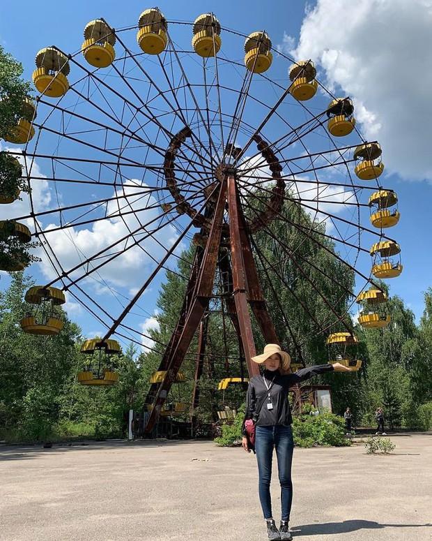 Đến vùng đất chết chóc Chernobyl chụp ảnh sau cơn sốt phim trên HBO, cô gái khiến mọi người nhức mắt vì hành động phản cảm - Ảnh 10.