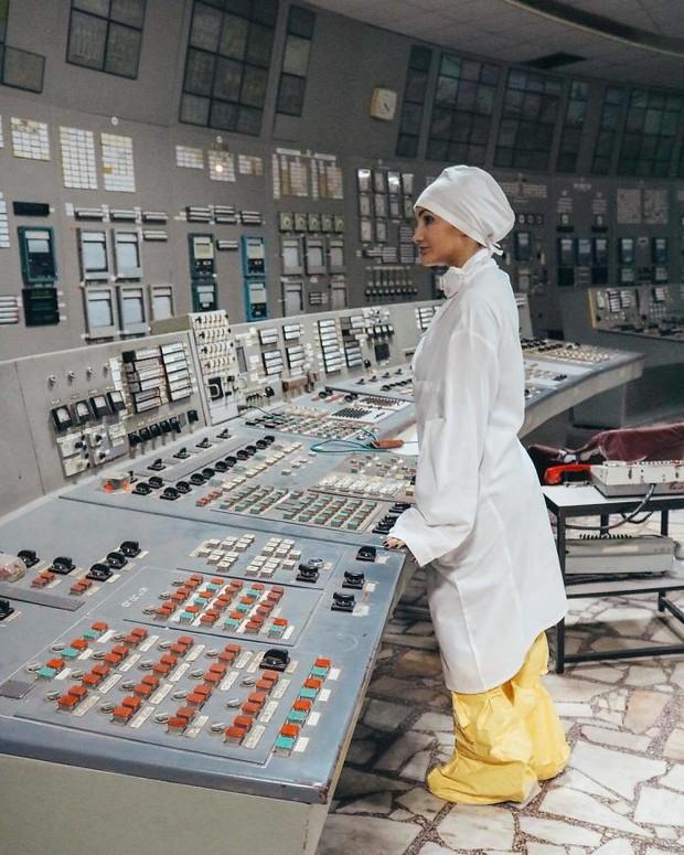 Đến vùng đất chết chóc Chernobyl chụp ảnh sau cơn sốt phim trên HBO, cô gái khiến mọi người nhức mắt vì hành động phản cảm - Ảnh 11.