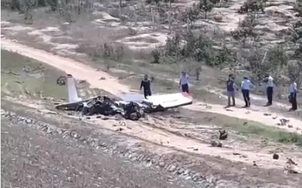 Ảnh hiện trường vụ máy bay quân sự Yak-52 rơi ở Khánh Hòa, 2 phi công tử nạn - Ảnh 3.