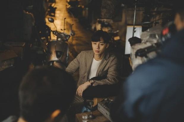"""Đạo diễn Bong Joon Ho tiết lộ lí do nhất định muốn trai đẹp Park Seo Joon trở thành """"thanh niên số hưởng"""" trong Kí Sinh Trùng - Ảnh 3."""