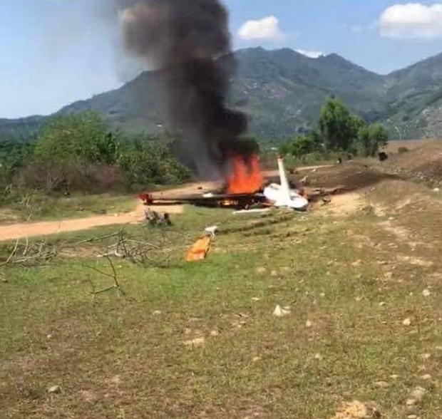 Ảnh hiện trường vụ máy bay quân sự Yak-52 rơi ở Khánh Hòa, 2 phi công tử nạn - Ảnh 4.