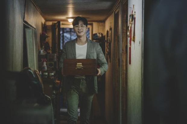 """Đạo diễn Bong Joon Ho tiết lộ lí do nhất định muốn trai đẹp Park Seo Joon trở thành """"thanh niên số hưởng"""" trong Kí Sinh Trùng - Ảnh 4."""
