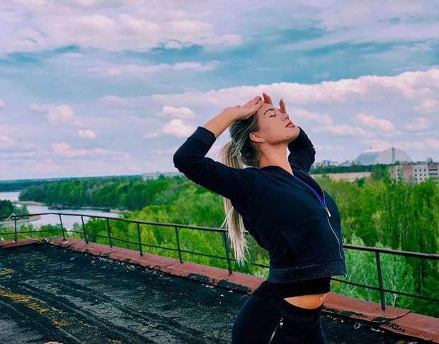 Đến vùng đất chết chóc Chernobyl chụp ảnh sau cơn sốt phim trên HBO, cô gái khiến mọi người nhức mắt vì hành động phản cảm - Ảnh 3.