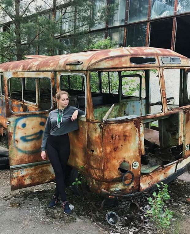 Đến vùng đất chết chóc Chernobyl chụp ảnh sau cơn sốt phim trên HBO, cô gái khiến mọi người nhức mắt vì hành động phản cảm - Ảnh 5.