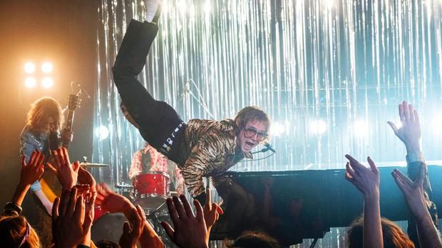 Review Rocketman: Âm nhạc và nội dung vượt xa những gì mà người hâm mộ kì vọng! - Ảnh 13.