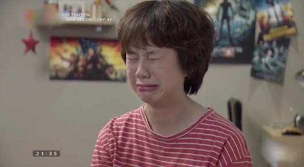 Tấm ảnh khóc lóc của Tomboyloichoi trở thành meme hot nhất đêm nay, được khán giả Về Nhà Đi Con bưng mặt đi khắp mạng xã hội - Ảnh 2.