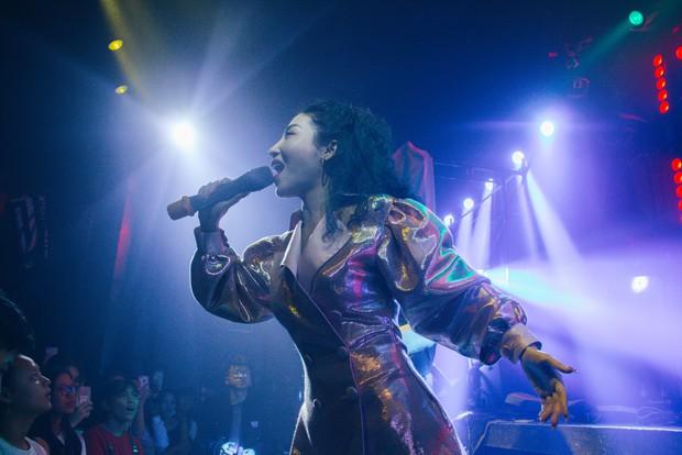 Bùi Anh Tuấn - Hiền Hồ siêu tình tứ, Xesi, Lyly và Suni Hạ Linh lập nhóm nhạc chinh phục Stand By Star: Summer Vibes - Ảnh 7.