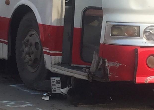 Xe khách lùa cả loạt xe máy dừng đèn đỏ ở ngã 3 Biên Hòa - Ảnh 2.