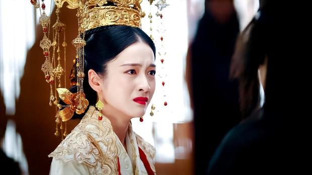 Combo trọn 8 cái khổ gom vừa đủ nữ chính Bạch Phát Vương Phi, cô gái vàng trong làng bị cả thế giới phản bội - Ảnh 16.