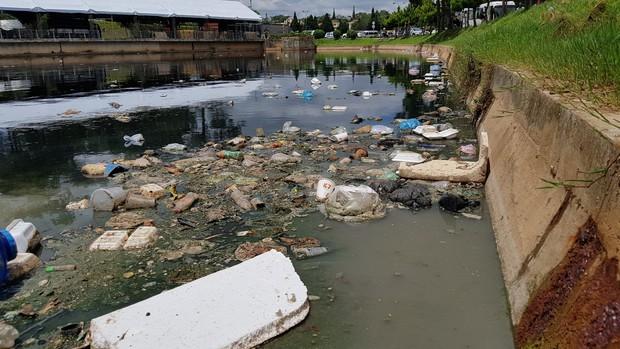 Đà Lạt: Hồ lắng gần hồ Xuân Hương bốc mùi hôi kinh khủng vì ngập rác thải, du khách kêu trời - Ảnh 1.