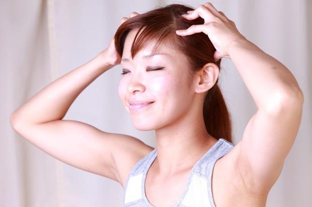 Để tóc nhanh dài và mềm mượt trong mùa hè thì hãy duy trì những thói quen này thường xuyên - Ảnh 6.