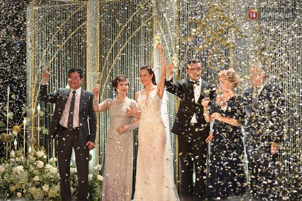 MC Phương Mai khoe ngực đầy, hôn đắm đuối ông xã Tây trong đám cưới hoành tráng tại Hà Nội - Ảnh 5.