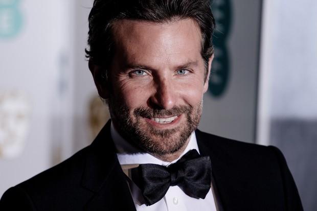 Chán làm chàng thơ hậu li dị vợ, Bradley Cooper đi lừa đảo trong phim kinh dị remake Nightmare Alley - Ảnh 1.