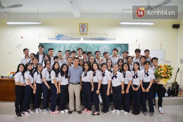 Đêm tri ân đầy nước mắt của trường Gia Định: Khóc vì chúng ta đã có một thời học sinh đầy tươi đẹp - Ảnh 11.