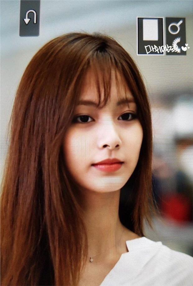 Chẳng phải anh em, nữ thần thế hệ mới Tzuyu (TWICE) bỗng hóa phiên bản nữ của mỹ nam BTS này chỉ vì cắt tóc mái - Ảnh 4.