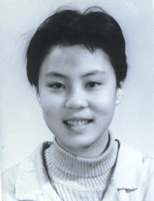 Vụ đầu độc bí ẩn chấn động Trung Quốc: Cô sinh viên ưu tú bỗng chốc trở thành đứa trẻ bại liệt, sau 25 năm vẫn không bắt được kẻ hạ độc - Ảnh 1.