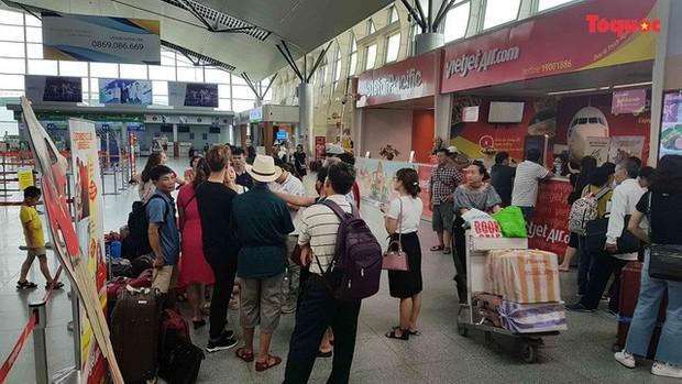 Nóng: Hành khách bức xúc vì VietJet hoãn chuyến hơn 15 giờ đồng hồ - Ảnh 1.